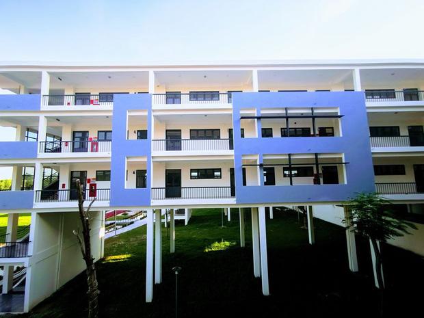 Kiến trúc sang chảnh hàng trăm tỷ đồng của các trường THPT Chuyên ở Việt Nam: Vị trí số 1 gây bất ngờ nhất - Ảnh 24.