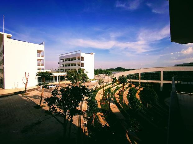 Kiến trúc sang chảnh hàng trăm tỷ đồng của các trường THPT Chuyên ở Việt Nam: Vị trí số 1 gây bất ngờ nhất - Ảnh 26.