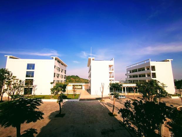 Kiến trúc sang chảnh hàng trăm tỷ đồng của các trường THPT Chuyên ở Việt Nam: Vị trí số 1 gây bất ngờ nhất - Ảnh 27.