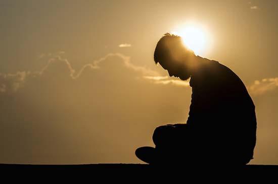 Cuộc sống và công việc chỉ khởi sắc khi loại bỏ 5 thói quen ăn mòn ý chí này - Ảnh 2.