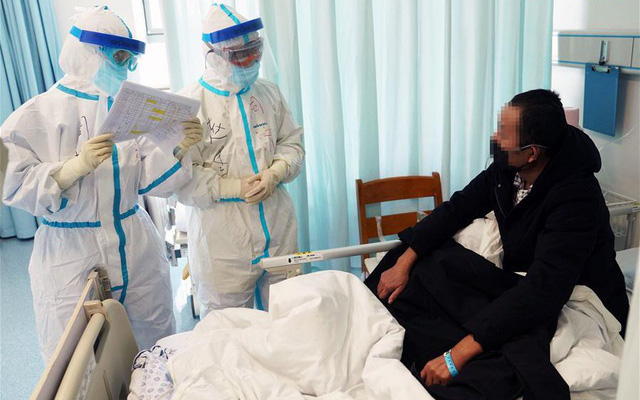 Bệnh nhân Hồng Kông tái nhiễm SARS-CoV-2 sau 4 tháng khỏi bệnh: Chuyên gia Việt nói gì? - Ảnh 1.