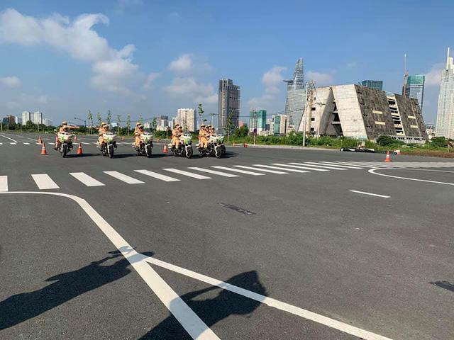 Những bóng hồng đầu tiên của đội CSGT dẫn đoàn tại TPHCM - Ảnh 9.