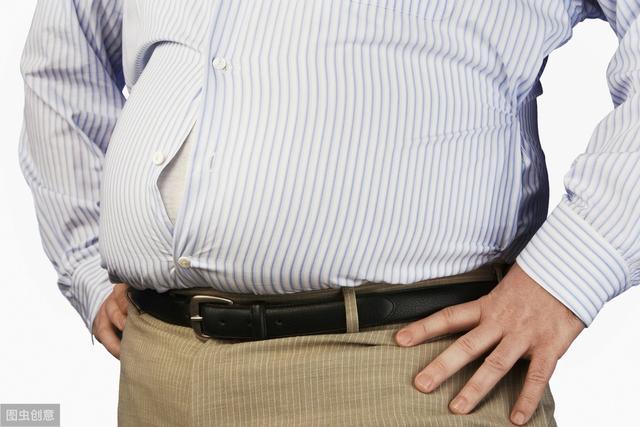 Bất kể nam hay nữ, nếu có 2 biểu hiện bất thường khi đi tiểu thì nhiều khả năng mắc bệnh gút, nên đi khám càng sớm càng tốt - Ảnh 3.