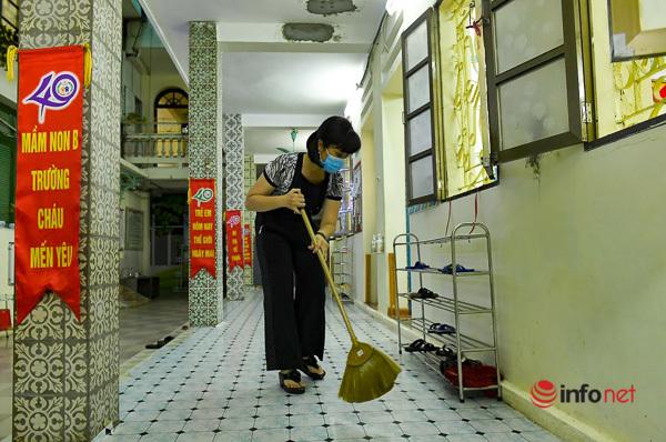 Hà Nội: Phun khử khuẩn, vệ sinh trường học sạch sẽ trước thềm năm học mới - Ảnh 4.