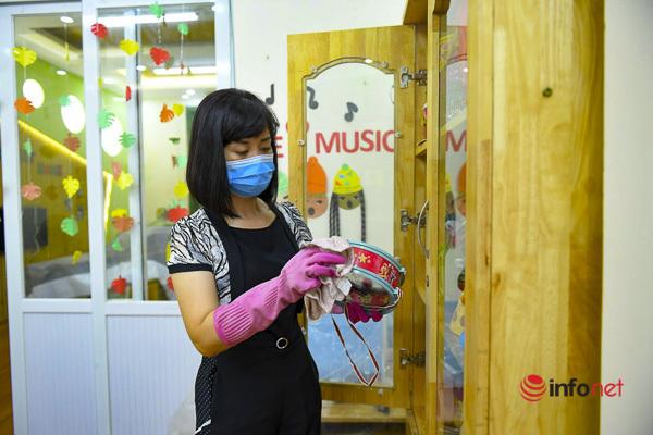 Hà Nội: Phun khử khuẩn, vệ sinh trường học sạch sẽ trước thềm năm học mới - Ảnh 5.