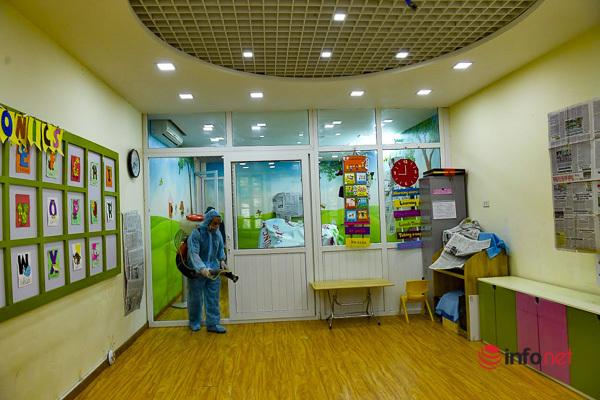 Hà Nội: Phun khử khuẩn, vệ sinh trường học sạch sẽ trước thềm năm học mới - Ảnh 7.
