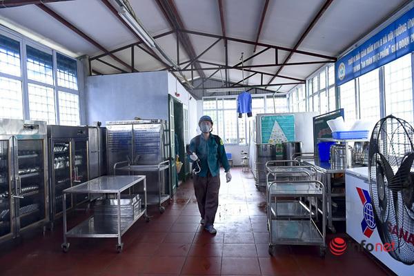 Hà Nội: Phun khử khuẩn, vệ sinh trường học sạch sẽ trước thềm năm học mới - Ảnh 8.