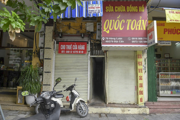 Hàng loạt cửa hàng ở phố cổ Hà Nội lần thứ hai lao đao vì dịch Covid-19  - Ảnh 2.