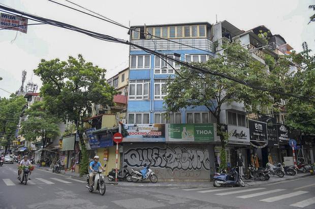 Hàng loạt cửa hàng ở phố cổ Hà Nội lần thứ hai lao đao vì dịch Covid-19  - Ảnh 12.