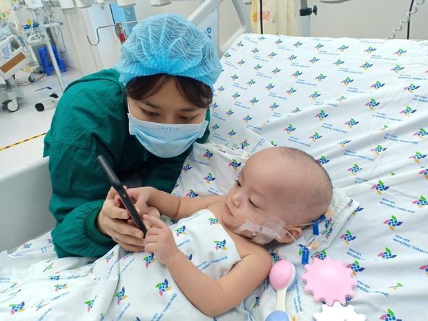 Hình ảnh đốn tim của Trúc Nhi - Diệu Nhi sau ca mổ tách rời 20 ngày - Ảnh 6.