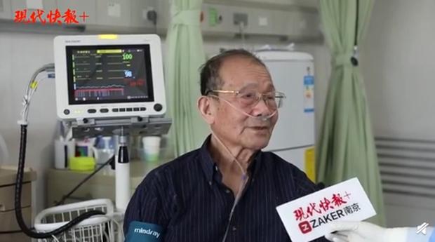 Hồi phục sau thời gian dài chiến đấu với Covid-19, vị bác sĩ già nhất Vũ Hán quay trở lại làm việc sau 5 tháng - Ảnh 2.