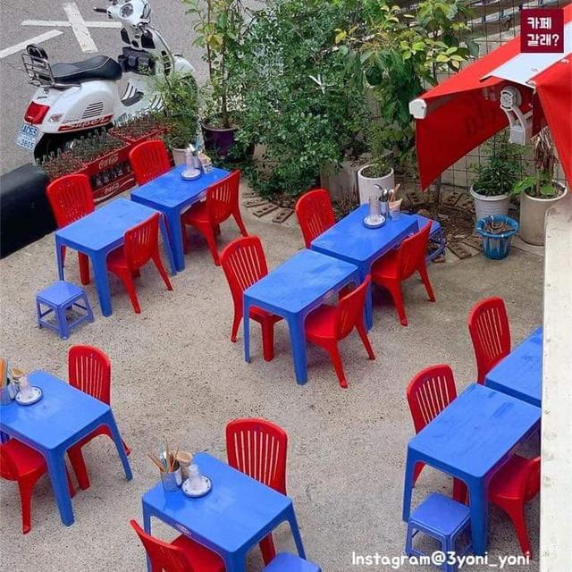 Có một quán ăn đậm chất vỉa hè Việt Nam giữa lòng Seoul: Copy từ bàn nhựa xanh ghế đỏ, đồng phục quán độc đáo có 1 không 2  - Ảnh 7.