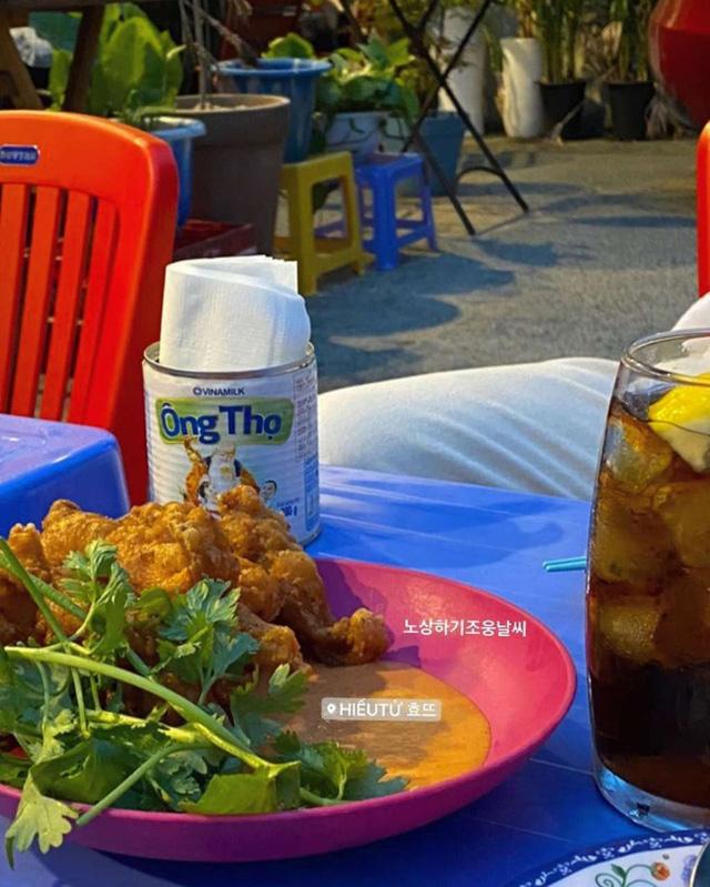 Có một quán ăn đậm chất vỉa hè Việt Nam giữa lòng Seoul: Copy từ bàn nhựa xanh ghế đỏ, đồng phục quán độc đáo có 1 không 2  - Ảnh 8.