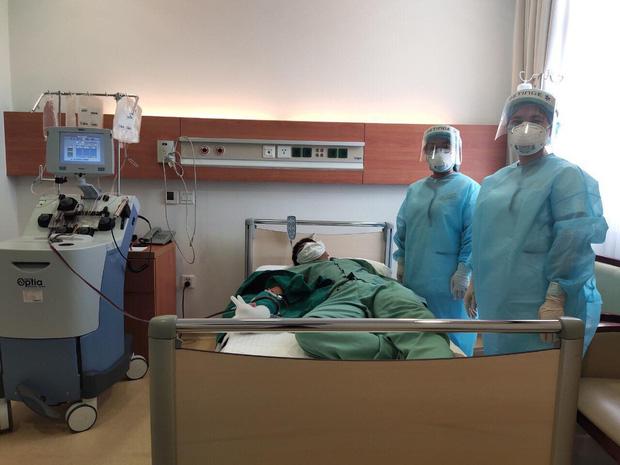 Nữ nhân viên công ty Trường Sinh tình nguyện hiến huyết tương điều trị cho bệnh nhân mắc Covid-19 nặng, nguy kịch - Ảnh 1.