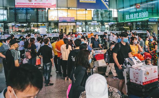 Tất cả khách từ Đà Nẵng đến sân bay Tân Sơn Nhất phải thực hiện cách ly tập trung đủ 14 ngày - Ảnh 1.