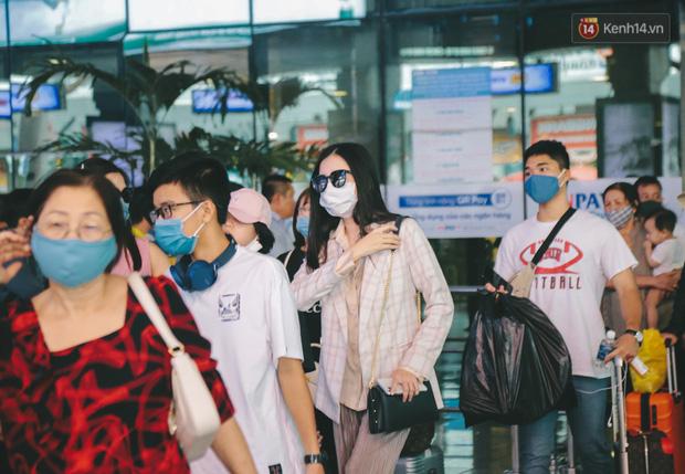 Tất cả khách từ Đà Nẵng đến sân bay Tân Sơn Nhất phải thực hiện cách ly tập trung đủ 14 ngày - Ảnh 2.