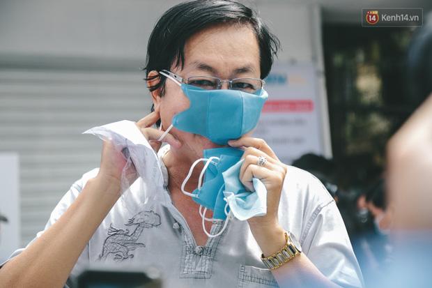 Cha đẻ ATM gạo lần đầu cho ra đời ATM khẩu trang miễn phí cho bà con Sài Gòn phòng dịch Covid-19 - Ảnh 11.
