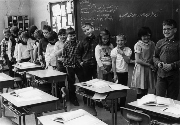 Thí nghiệm Mắt xanh - mắt nâu đặc biệt của cô giáo: Từng khiến học sinh đánh đấm, khinh miệt nhau nhưng cuối cùng được cả thế giới tung hô - Ảnh 2.