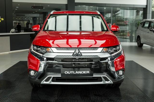 Mitsubishi chơi lớn: Khuyến mại tất tay các dòng xe đang bán ở Việt Nam, Xpander giảm hàng chục triệu, Outlander thêm đồ chơi xịn - Ảnh 3.