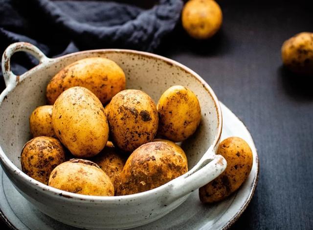 4 loại rau tuyệt đối không nên ăn sống, vừa không hấp thụ dinh dưỡng mà còn dễ ngộ độc - Ảnh 4.