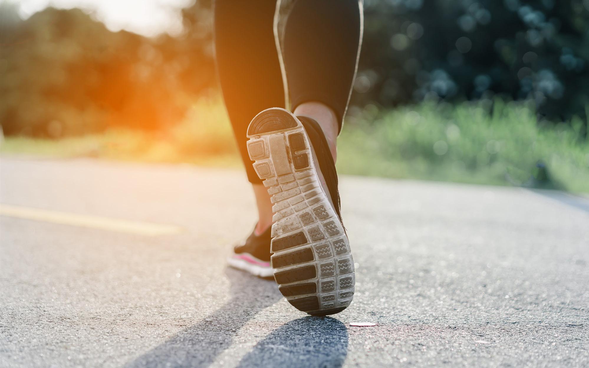 """Áp dụng những kỹ thuật """"lợi hại"""" này, việc đi bộ mỗi ngày cũng hiệu quả chẳng kém tập thể dục hay hành thiền: Dân công sở bận rộn nên thử"""