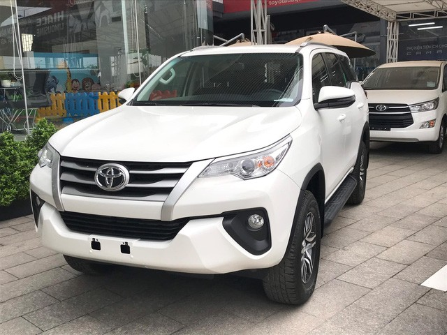 Xe Toyota tại Việt Nam hết thời giá cao: Về đúng phân khúc, bỏ lạc kèm bia và khuyến mại kích cầu - Ảnh 1.