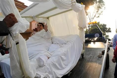 Cận cảnh cuộc sống của người đàn ông nặng nhất thế giới gần 600kg, cả khi cưới và lúc chết đưa tang đều phải thuê xe tải cỡ lớn - Ảnh 7.