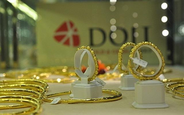 """Giá mua vào rẻ hơn bán ra tới hơn 2 triệu đồng, đắt hơn vàng thế giới 5 triệu đồng/lựơng, """"nhà vàng"""" nói gì?"""