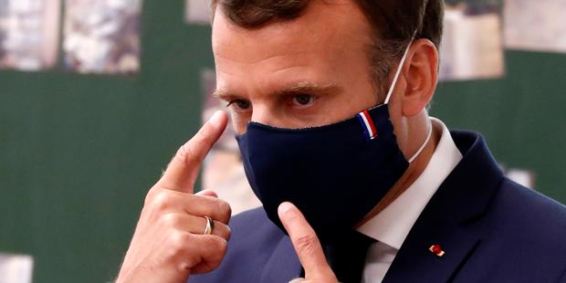 400 ca nhiễm mỗi ngày chủ yếu ở người trẻ, Paris ra quy định bắt buộc công chúng phải đeo khẩu trang - Ảnh 1.