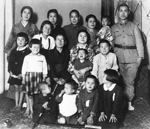 1.000 con hạc giấy và điều ước nhỏ mãi không thành hiện thực của bé gái 12 tuổi mắc bệnh bom nguyên tử Hiroshima nhưng làm thay đổi cả thế giới - Ảnh 3.