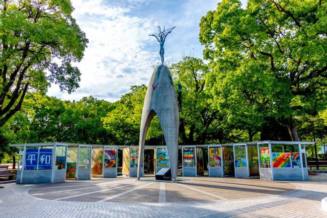 1.000 con hạc giấy và điều ước nhỏ mãi không thành hiện thực của bé gái 12 tuổi mắc bệnh bom nguyên tử Hiroshima nhưng làm thay đổi cả thế giới - Ảnh 9.