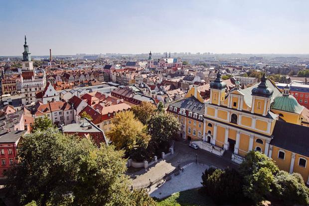 8 con trai biển quyền lực nhất Ba Lan: Có thể cắt nước sạch của hàng triệu người bất cứ lúc nào chúng muốn - Ảnh 1.