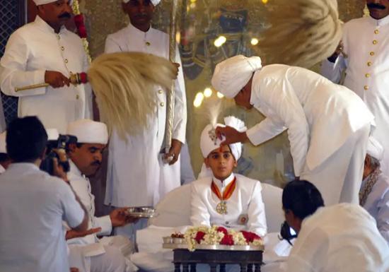 Vị vua Ấn Độ 21 tuổi: Sở hữu 2,8 tỷ USD, đẹp trai lịch lãm, đặc biệt... vẫn còn độc thân - Ảnh 4.