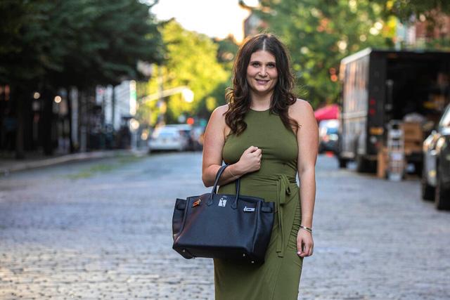 Mặc dù bạn không thể mua được những chiếc túi Hermes Birkin xa xỉ hay chiếc đồng hồ Rolex mơ ước, nhưng với cách này bạn vẫn có thể sở hữu chúng  - Ảnh 1.