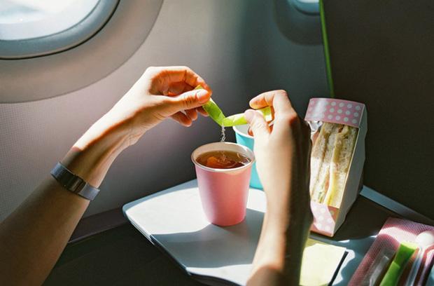 """Trà và cà phê trên máy bay không """"sạch"""" như chúng ta tưởng: Sự thật là gì? - Ảnh 3."""