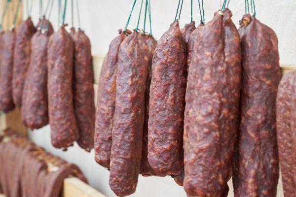 Loại thịt có khả năng gây ung thư cao bậc nhất được WHO cảnh báo nhưng nhiều người vẫn tiêu thụ mỗi ngày như một món khoái khẩu - Ảnh 3.