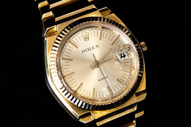 Mặc dù bạn không thể mua được những chiếc túi Hermes Birkin xa xỉ hay chiếc đồng hồ Rolex mơ ước, nhưng với cách này bạn vẫn có thể sở hữu chúng  - Ảnh 3.