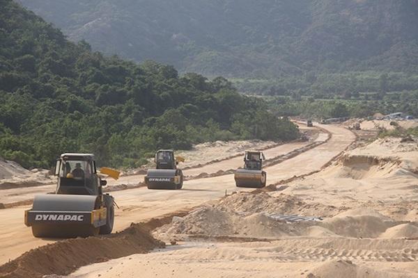 Xin hơn 7.500 tỷ đồng thi công đường ven biển: Bình Định đánh thức kinh tế vùng - Ảnh 1.