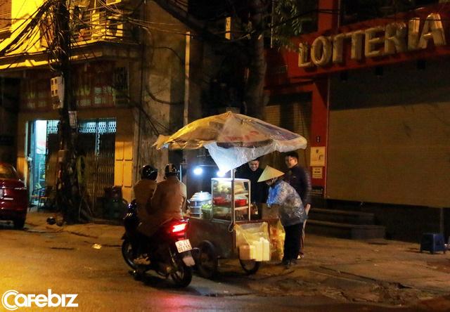 12h đêm giữa phố và chân tướng cuộc sống: Người khó khăn thực sự, tới ca thán cũng chẳng có thời gian - Ảnh 2.
