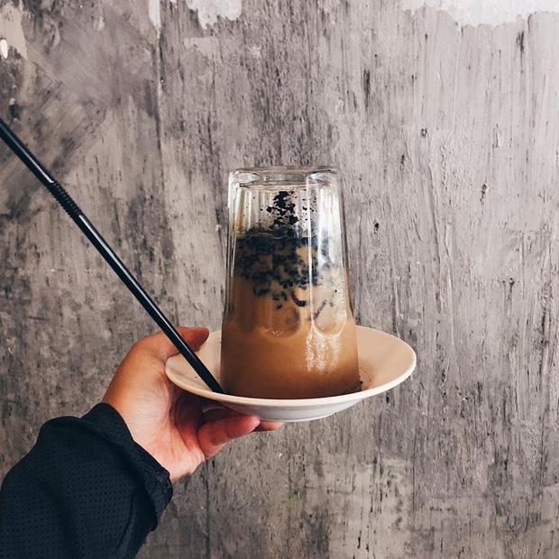 Xuất hiện phiên bản cà phê úp ngược cực lạ, muốn thưởng thức trọn vẹn phải kiên nhẫn chờ đợi chứ chẳng vội được đâu - Ảnh 1.
