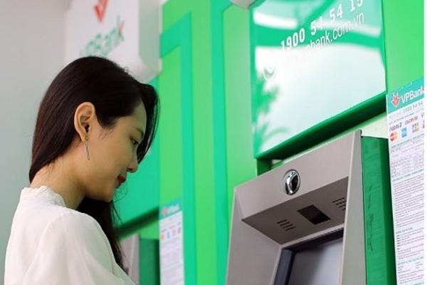 CEO VPBank hứa tăng lương, thu nhập nhân viên 5 năm gần đây ra sao? - Ảnh 1.