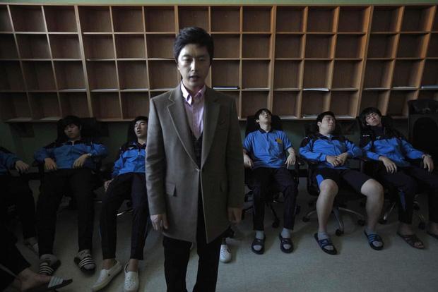 Cuộc chiến thi đại học Hàn Quốc: Học 16 tiếng/ngày, nhốt mình trong phòng biệt giam trắng, ám ảnh đến mức cần thôi miên để trấn tĩnh - Ảnh 9.