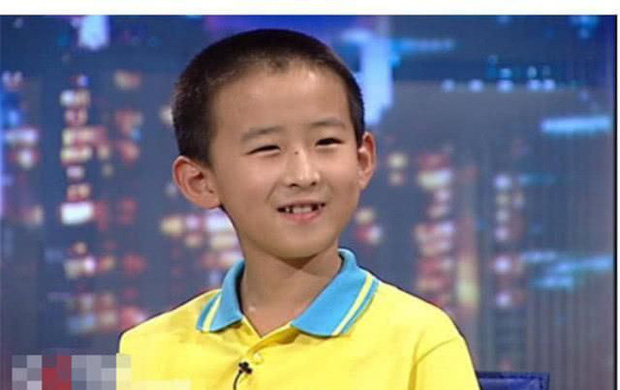 Cậu bé 16 tuổi trở thành Tiến sĩ trẻ nhất nước nhưng bị tất cả chỉ trích, 8 năm sau ai cũng giật mình quay ngoắt thái độ - Ảnh 1.