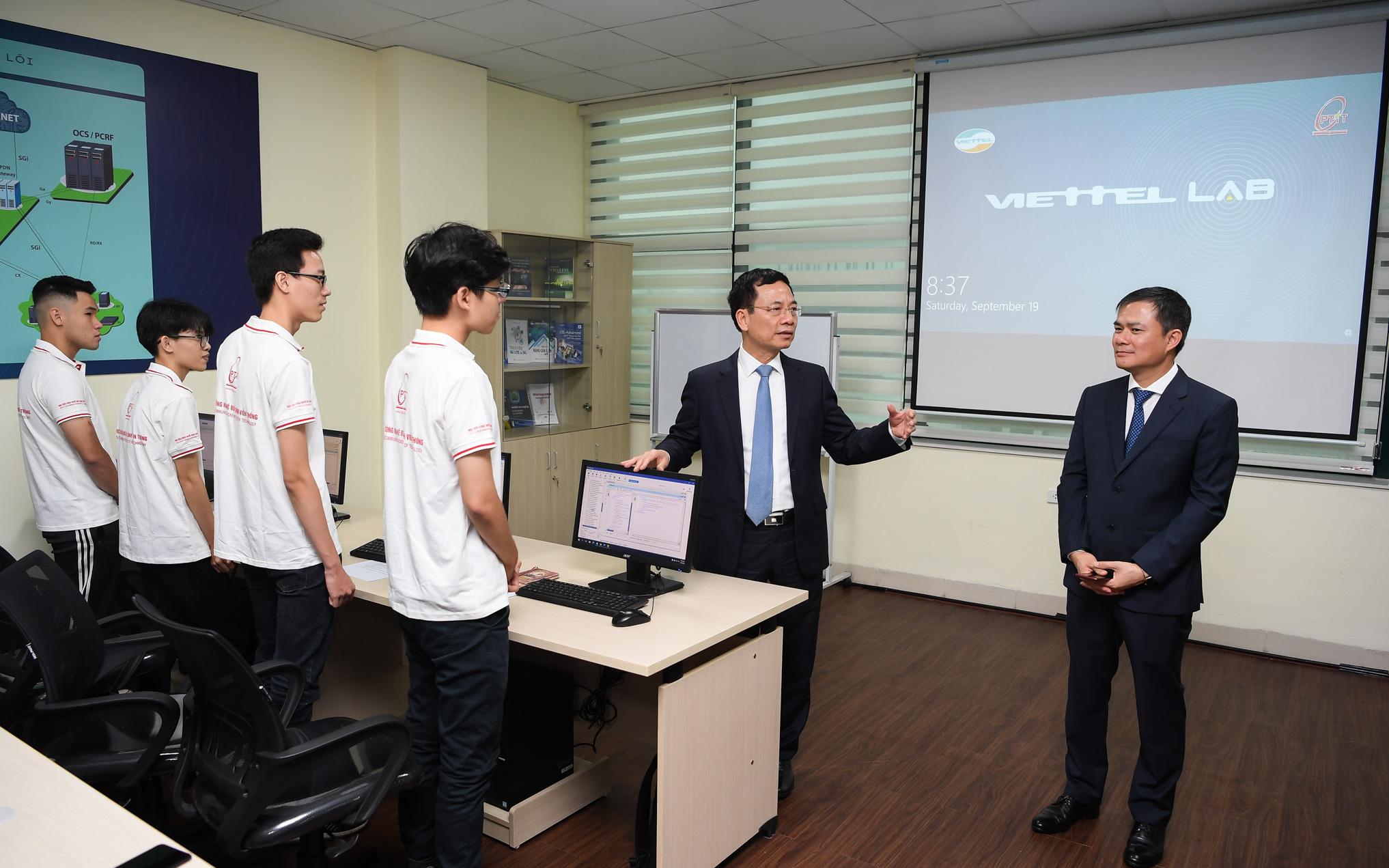 Bộ trưởng Nguyễn Mạnh Hùng: Phòng Lab 8,5 tỷ đồng là thông điệp Việt Nam làm chủ hạ tầng viễn thông Việt Nam