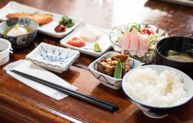 """Hóa ra bí quyết sống thọ và trẻ lâu của người Nhật đến từ bữa cơm hàng ngày, đặc biệt là 7 quy tắc """"vàng"""" không phải người dân quốc gia nào cũng làm được - Ảnh 1."""