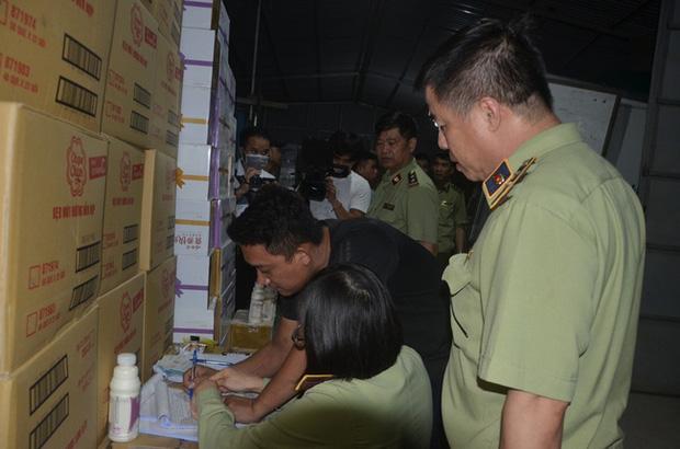 Hà Nội: Phát hiện hơn 10.000 chai sữa chua không rõ nguồn gốc - Ảnh 5.