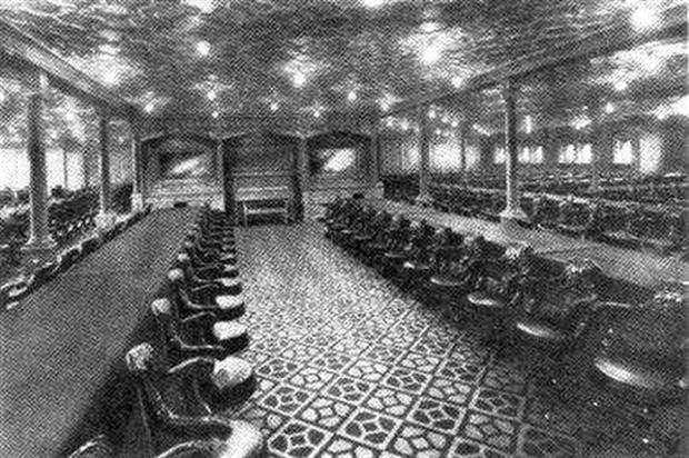 Bữa ăn cuối cùng trên chuyến tàu Titanic: Có thịt cừu sốt bạc hà, cá hồi sốt mousseline và vô số kể các món ngon khác - Ảnh 6.