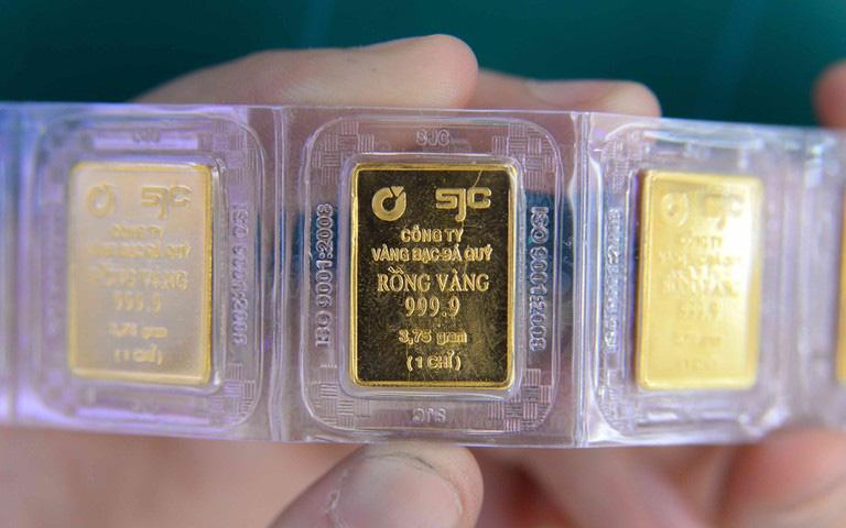 Giá vàng lao dốc mạnh