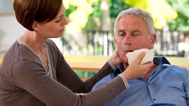 Nếu thấy cơ thể có tín hiệu 1 bộ phận bị cứng và 1 số vùng mềm đi thì hãy cảnh giác nguy cơ bị xuất huyết não - Ảnh 1.