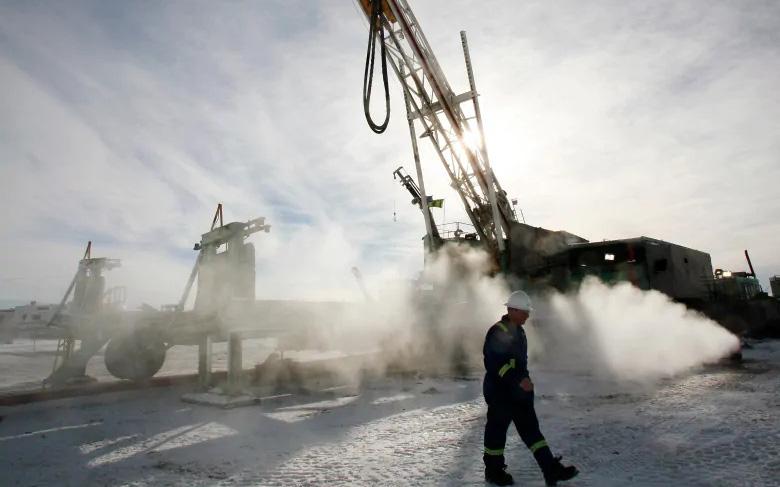 """Châu Âu đối mặt một """"mùa đông kinh tế"""" khi virus trở lại"""